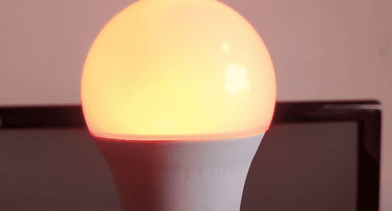 why is lumiman lightbulb blinking